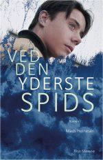 Ved den yderste spids, Young Adult-roman af Mads Heinesen, der tidligere har udgivet flere bøger for børn og unge., senest 'Jeg er modig. Indtil bladene en dag forsvinder' i 2011.