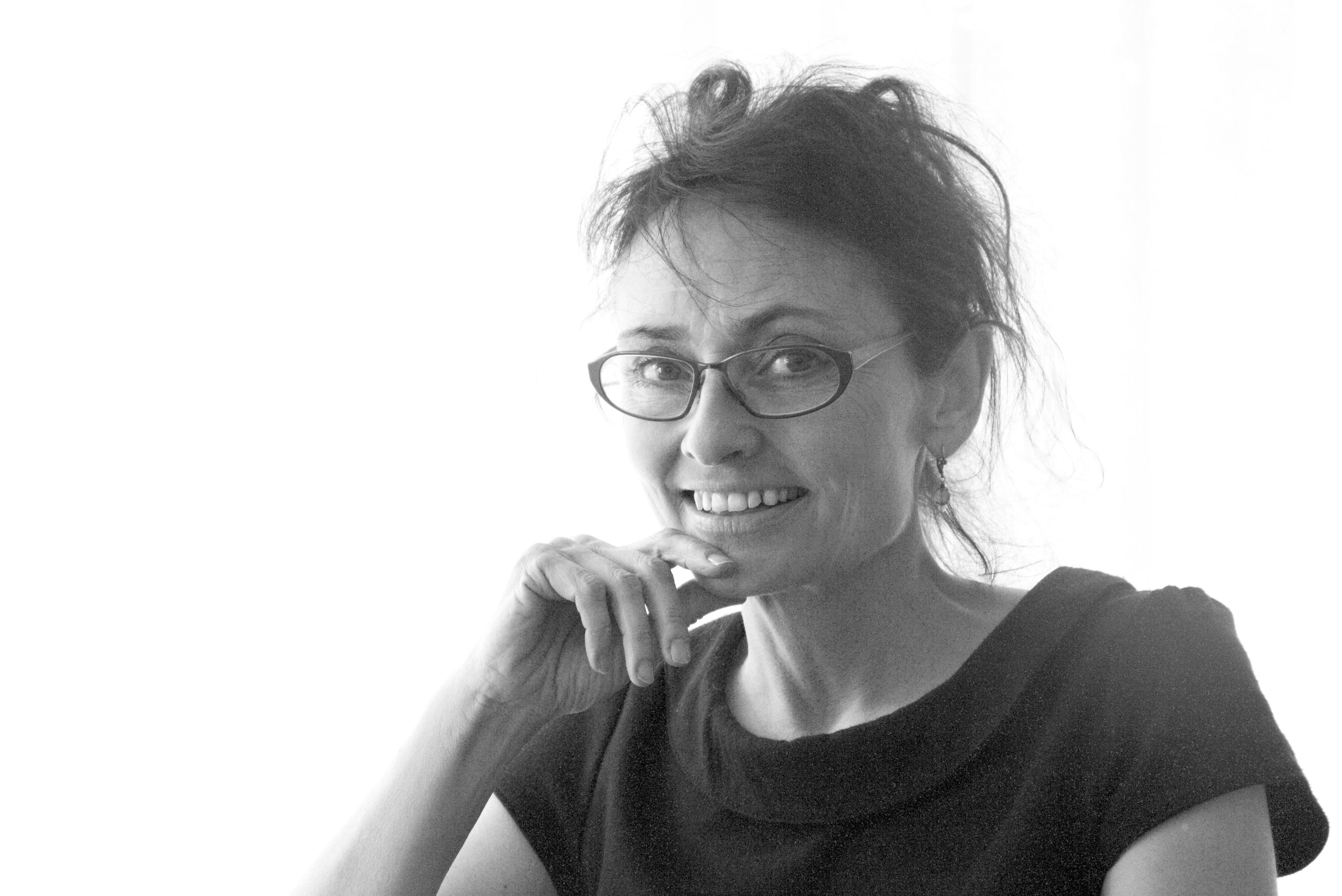 PR-foto af Gertrud Tinning, forfatter til Havesaksen. Find i højeste opløsning i Dropboxen: https://www.dropbox.com/sh/2q6pw3lq1r0blw9/AADg5hat7IB-BjxQ4JUUZFuga?dl=0