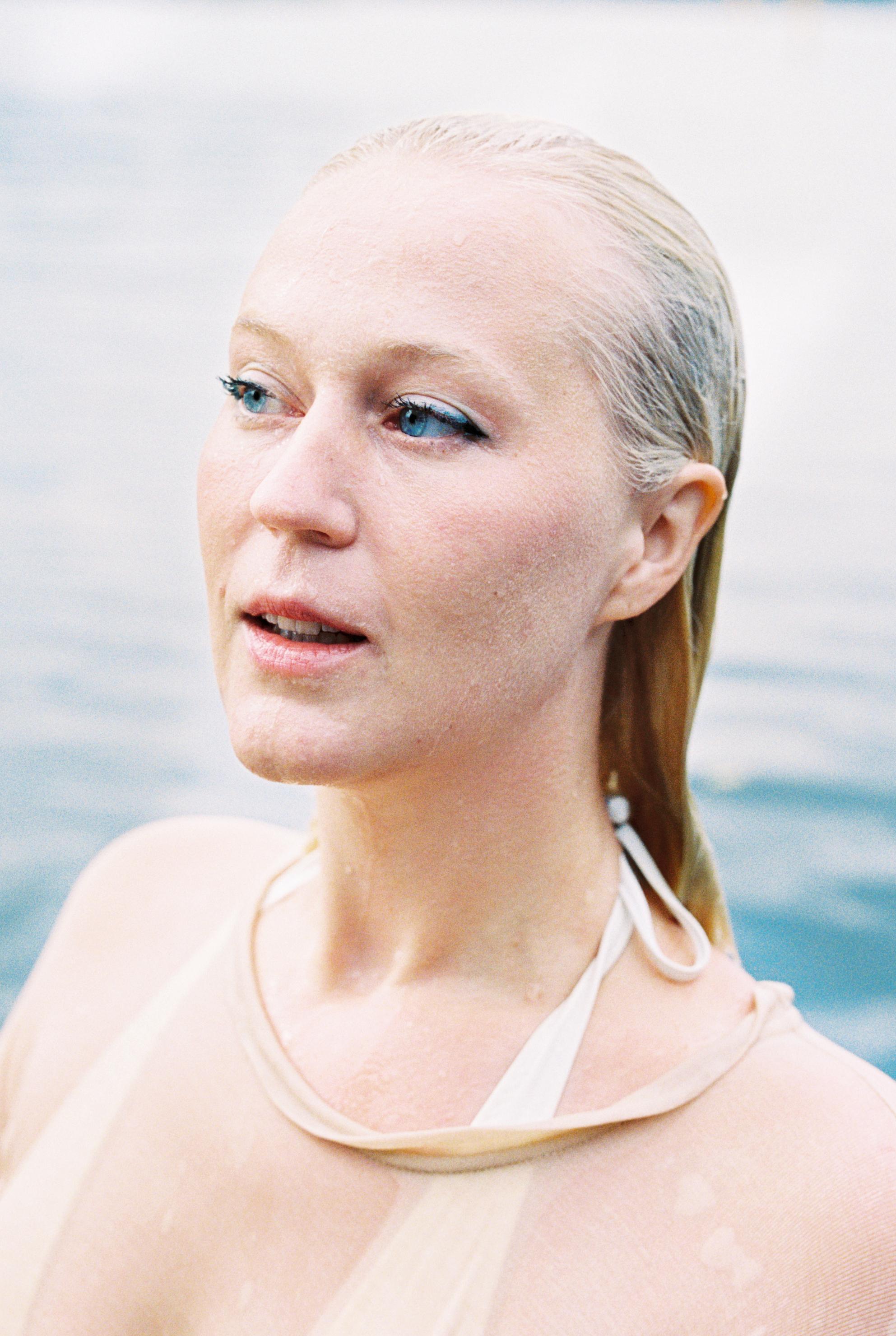 Ingvild Lothe, forfatter til digtsamlingen Hvorfor er jeg så trist når jeg er så sød. Foto: Marthe Thu