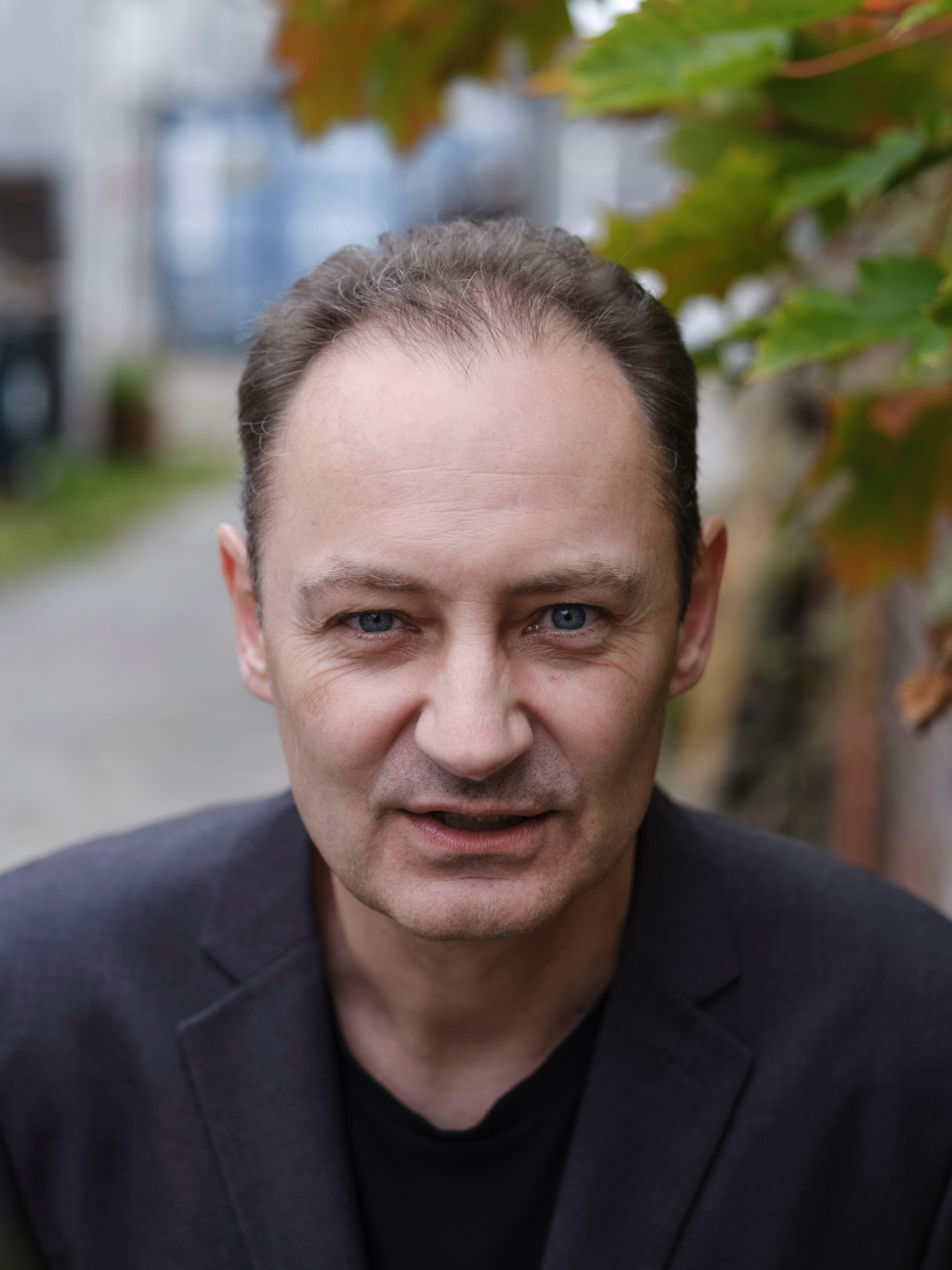 """Carsten René Nielsen, forfatter til """"Drømmecykler og fodboldhunde"""". Fotograf: Preben Stentoft."""